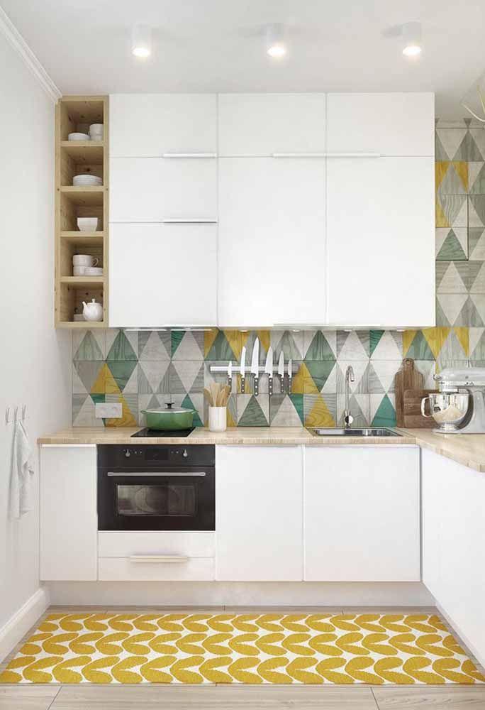 Revestimento colorido para trazer vida a este projeto de cozinha