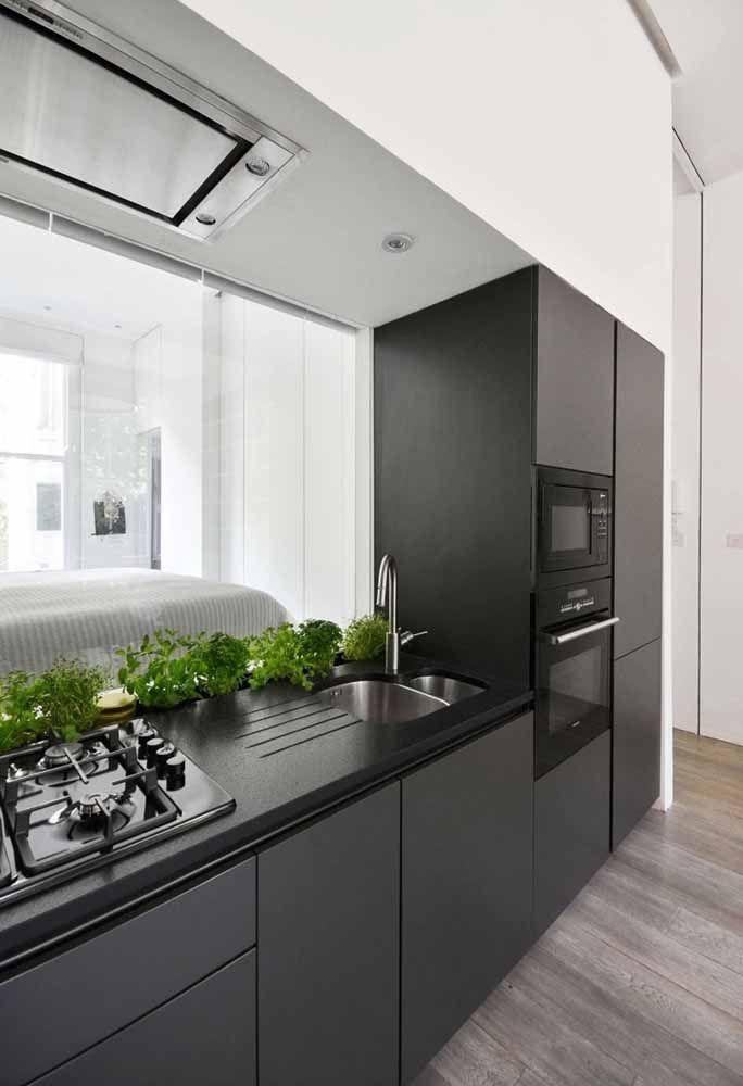 A mesma cozinha vista por outra perspectiva