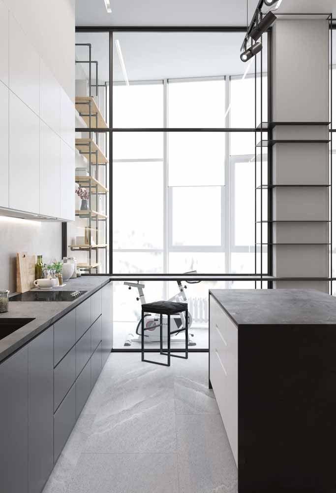 Cozinha moderna em ambiente com pé-direito alto