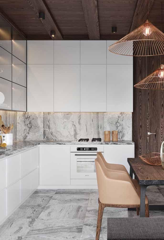 Rose gold presente nessa cozinha moderna