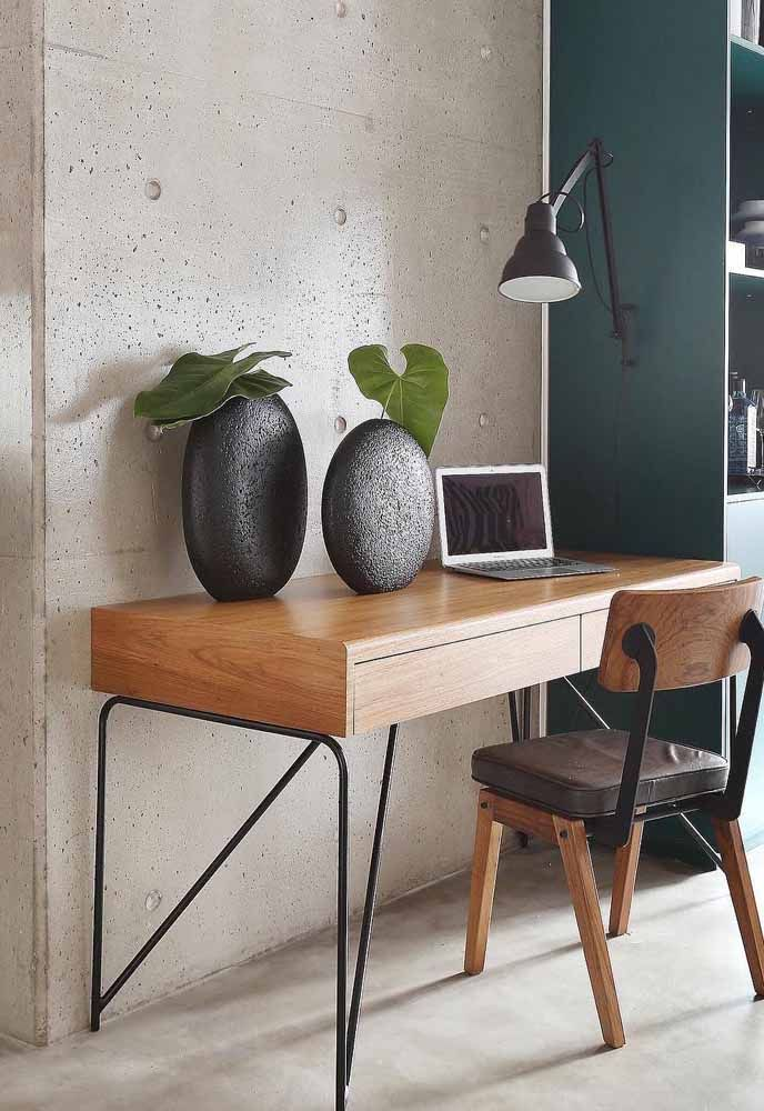 A mesa do escritório também merece uma decoração especial