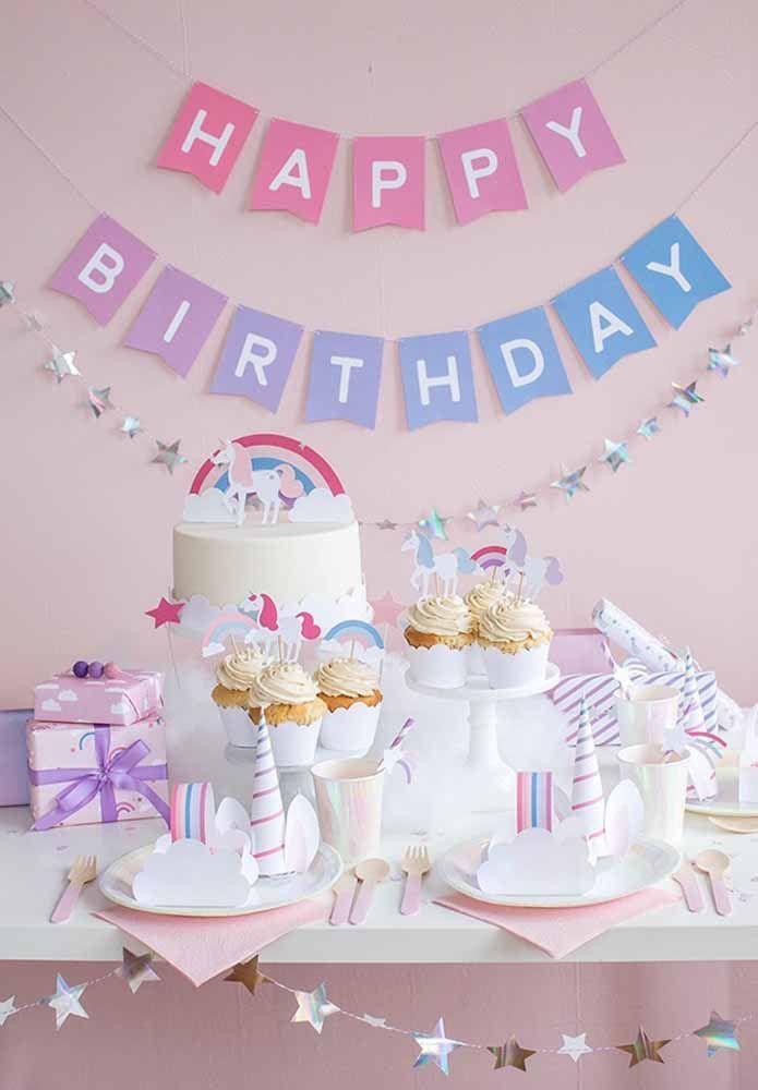 Se você pretende fazer uma decoração de aniversário infantil simples, o tema do unicórnio pode ser uma ótima opção