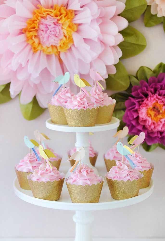 Coloque os doces em caixetas simples, mas que combinem com a decoração da festa