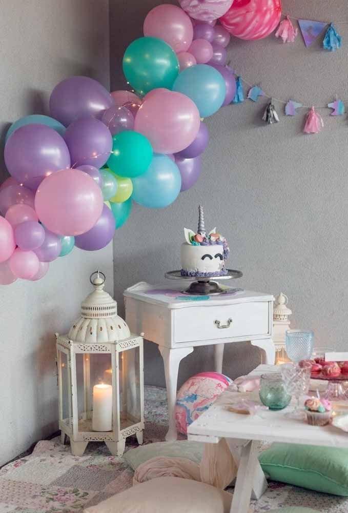 Invista nos balões desconstruídos que é a nova sensação das decorações de festas