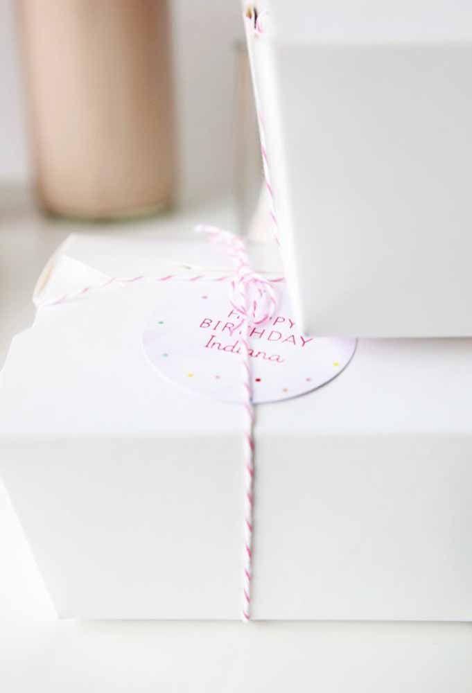 Um simples fio e um pequeno cartão para agradecer seus convidados