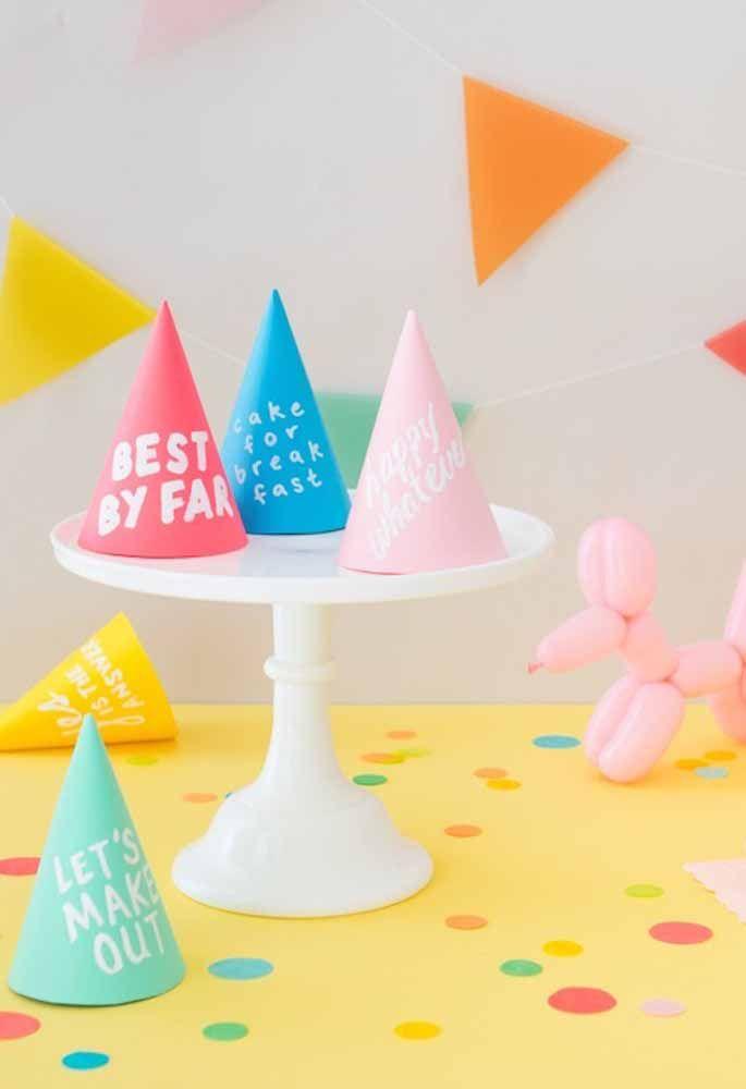 Decore o aniversário com vários chapéus