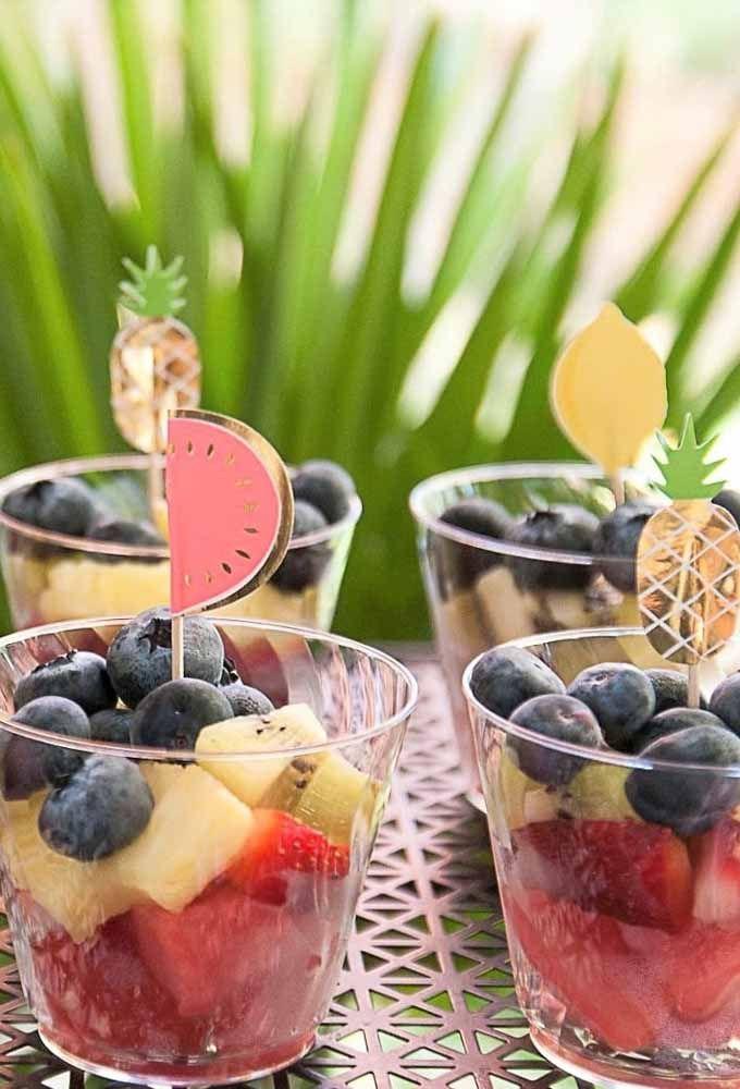 Personalize os espetinhos de fruta