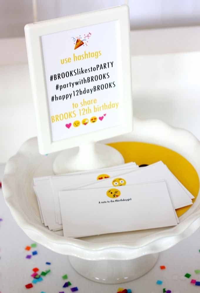Coloque um quadrinho com as hashtags da festa