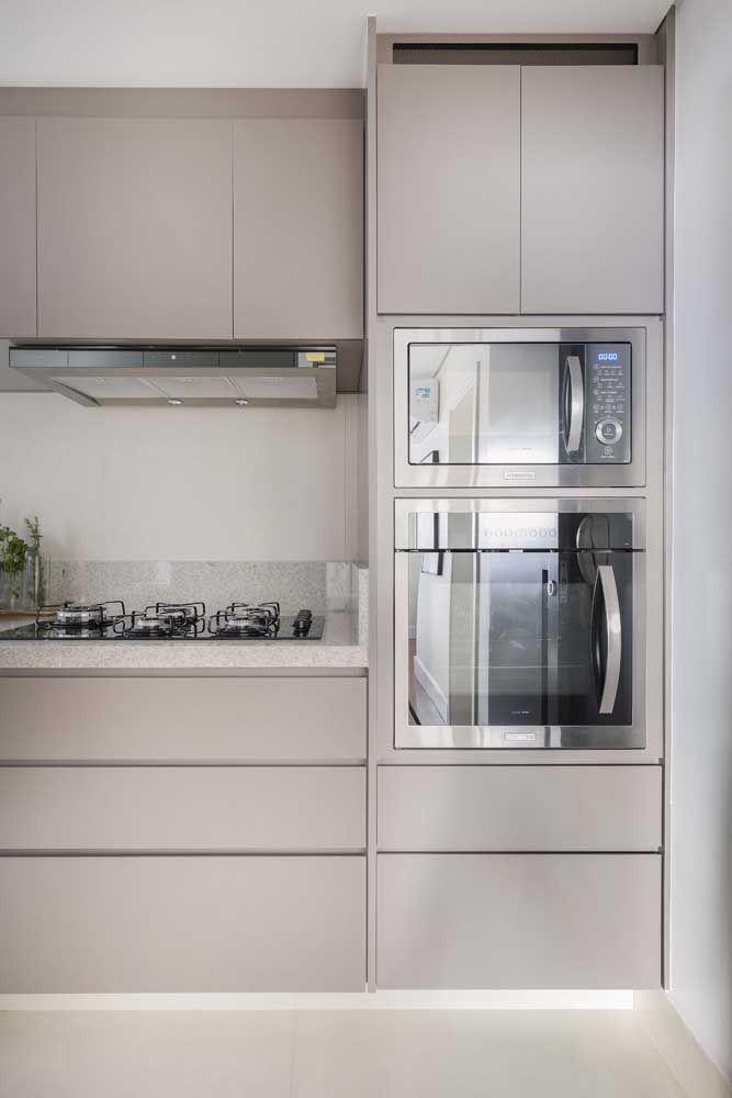 Cozinha clean com granito branco