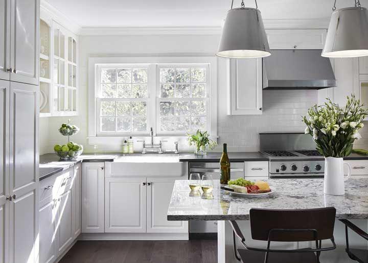 O granito preto absoluto era tudo o que essa cozinha precisava para ficar completa