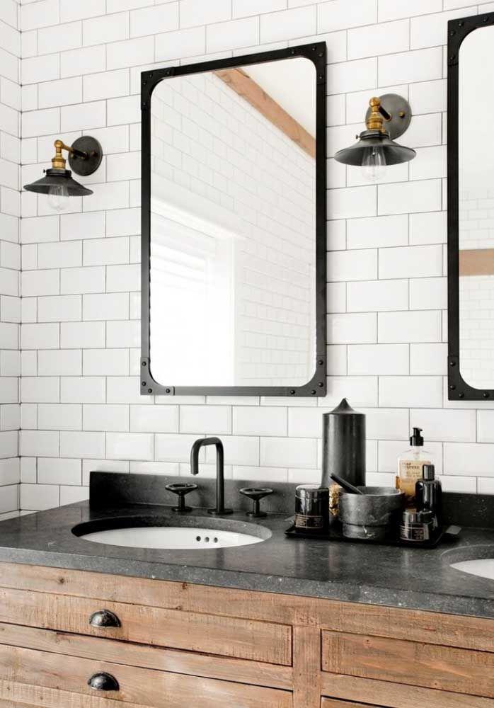 O granito preto trouxe sofisticação para o móvel rústico de madeira, além, é claro, de uma pitada de modernidade