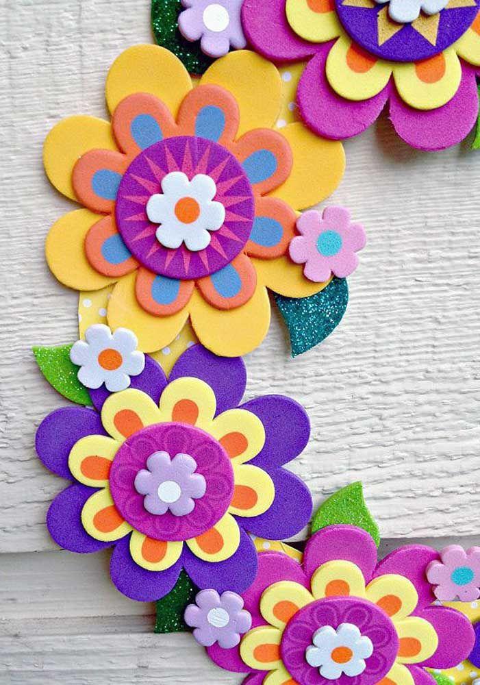 Guirlanda de flores de EVA; para colocar onde quiser