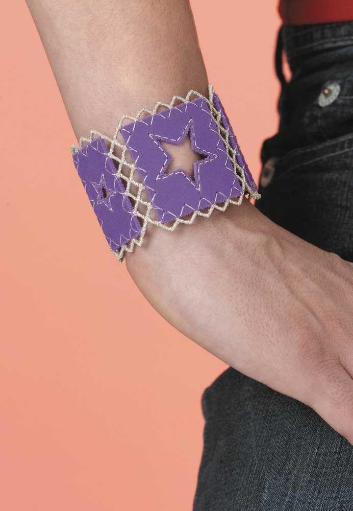 Dá para montar um look usando EVA; a ideia aqui foi fazer uma pulseira com o material