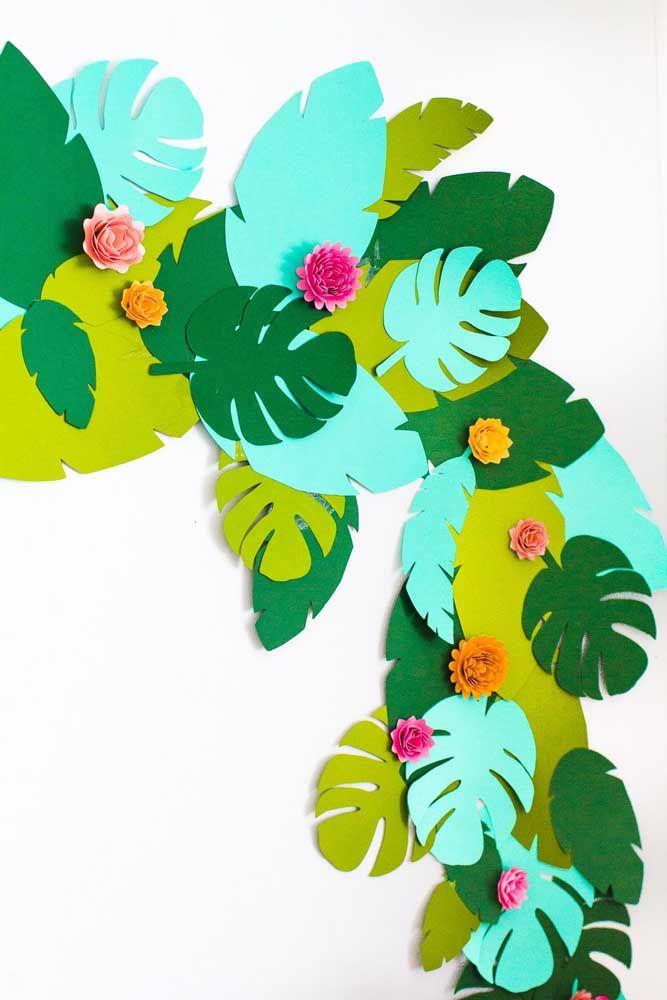 As folhas de costela de adão, em alta na moda e na decoração, feitas aqui na versão EVA