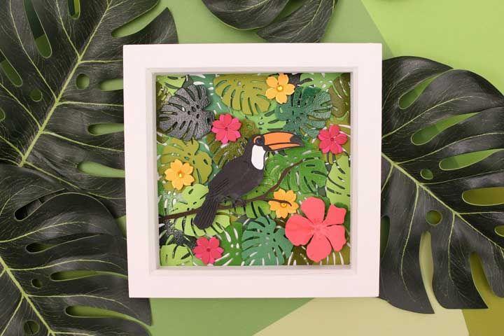 Um quadro tropical feito com folhas de EVA