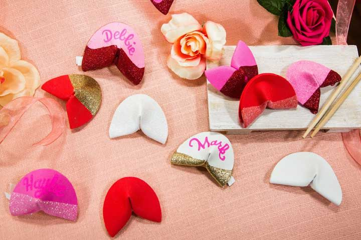 Faça biscoitos da sorte em EVA para decoração