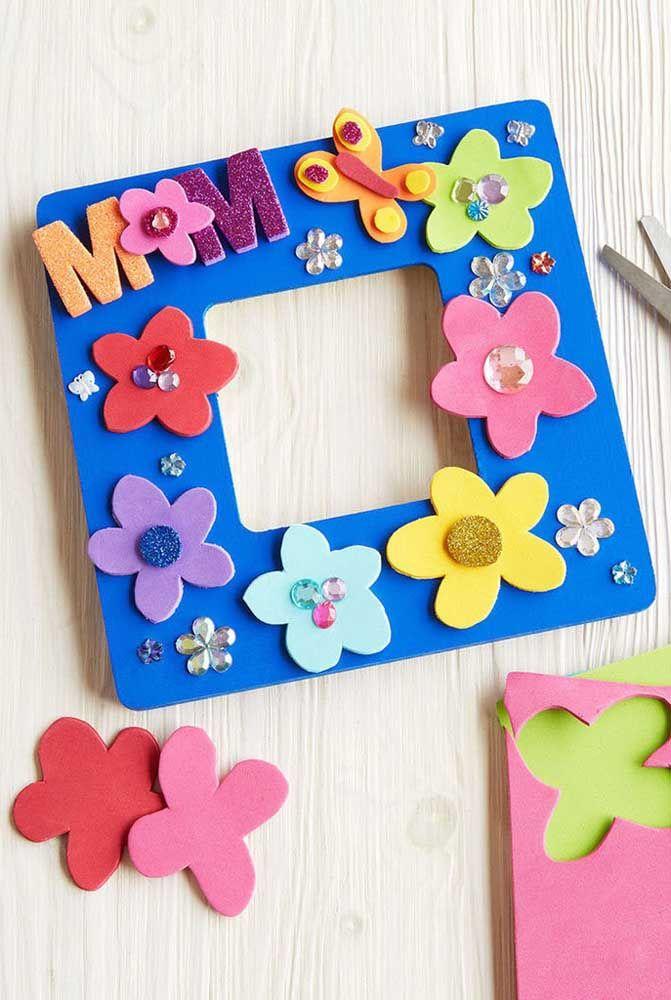 Ideia de lembrancinha para o dia das mães: porta retrato em EVA; ótima sugestão para fazer com as crianças