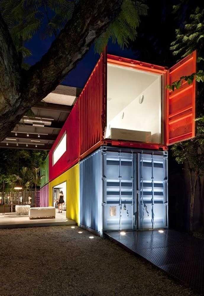 O mais interessante de fazer uma casa container é que você pode usar diferentes cores para diferenciar os cômodos.
