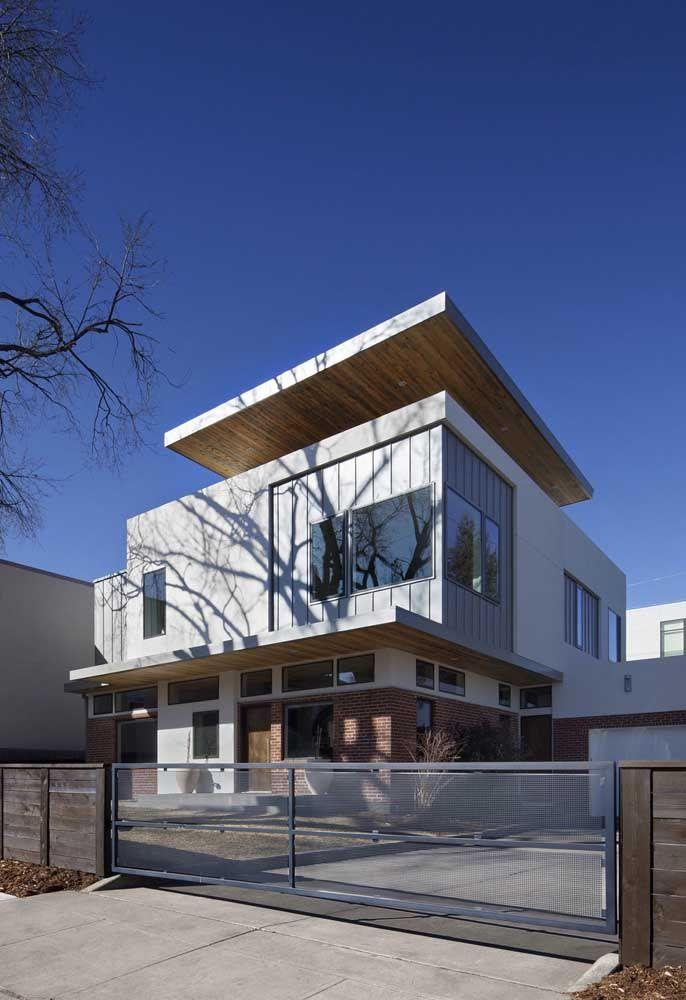 Que tal construir uma casa de concreto embaixo e um pavimento de container em cima?