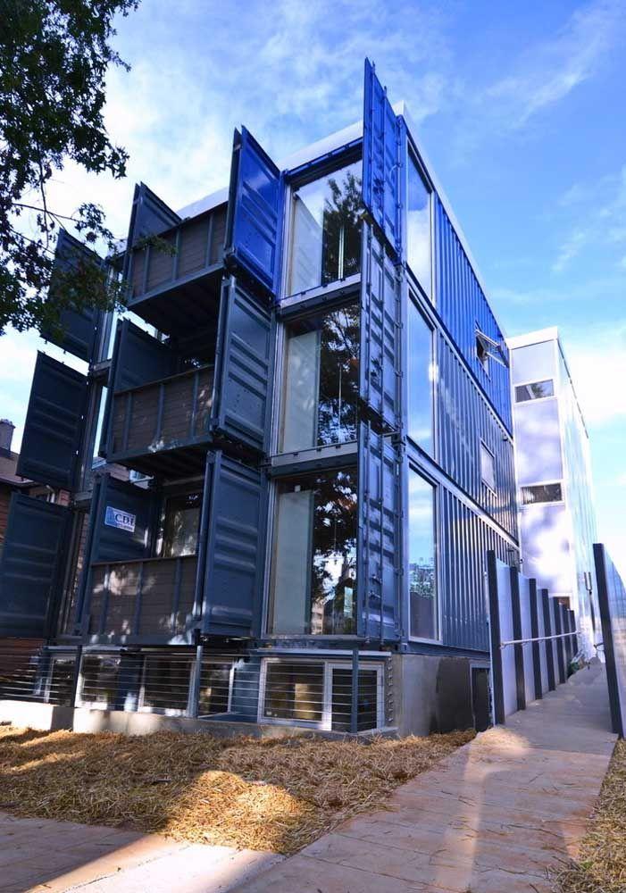 Ou fazer um prédio inteiro com container? O efeito é incrível!