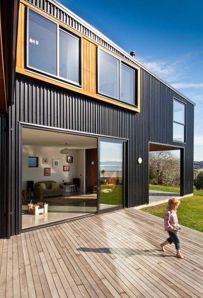 Instale a casa container em uma área com jardim para as crianças brincarem à vontade.
