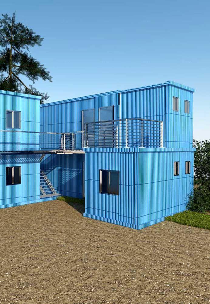 Olha que linda essa casa construída com contêineres na cor azul?