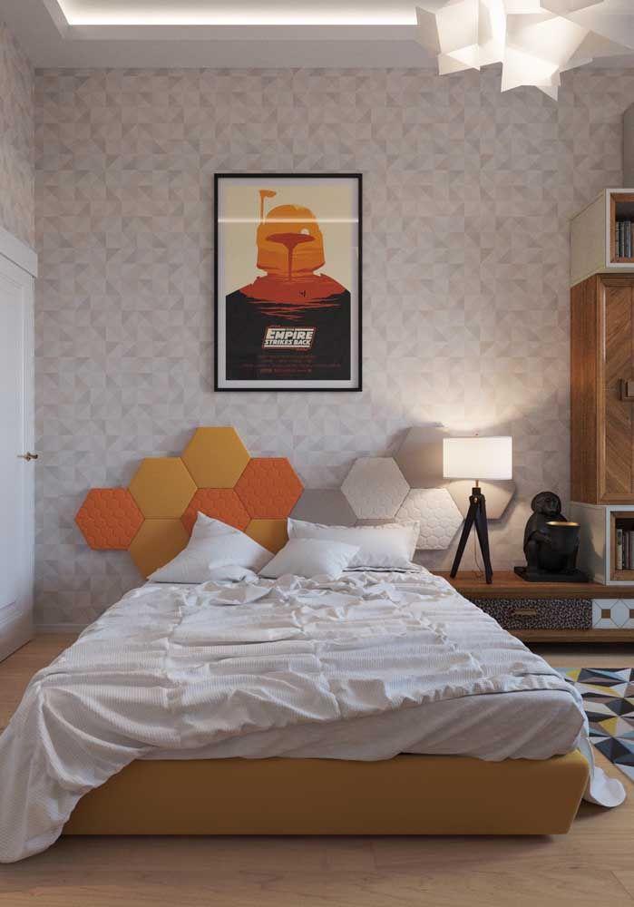 Não é por ser um quarto de adolescente que a decoração não possa ser mais adulta.