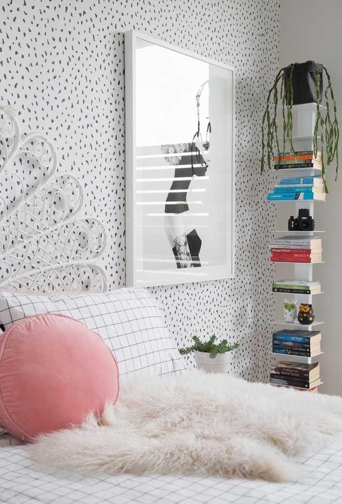 Olha como um papel de parede destaca o quarto de adolescente.