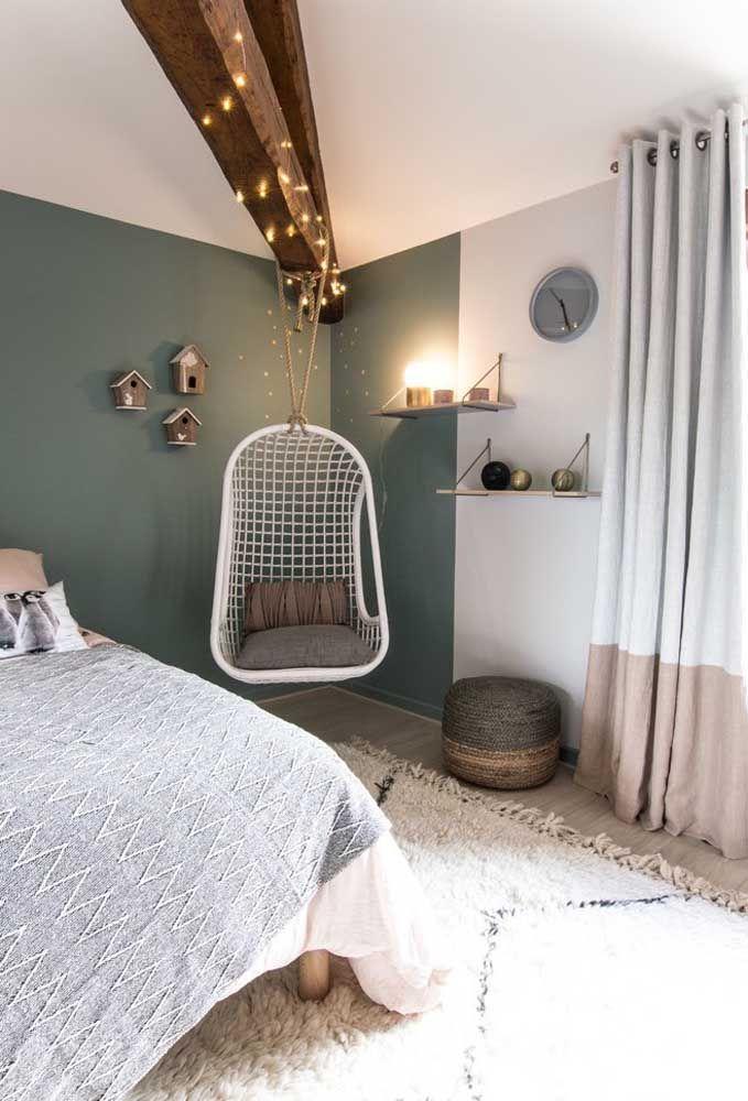 Para ambientes mais rústicos, você pode usar algumas luzes para dar um toque especial ao quarto e deixá-lo mais aconchegante.