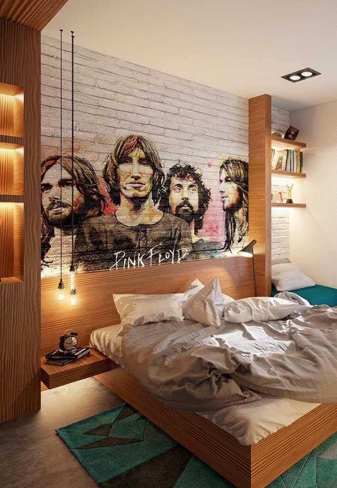 Que tal fazer um belo painel atrás da cama com a banda de rock preferida do adolescente?