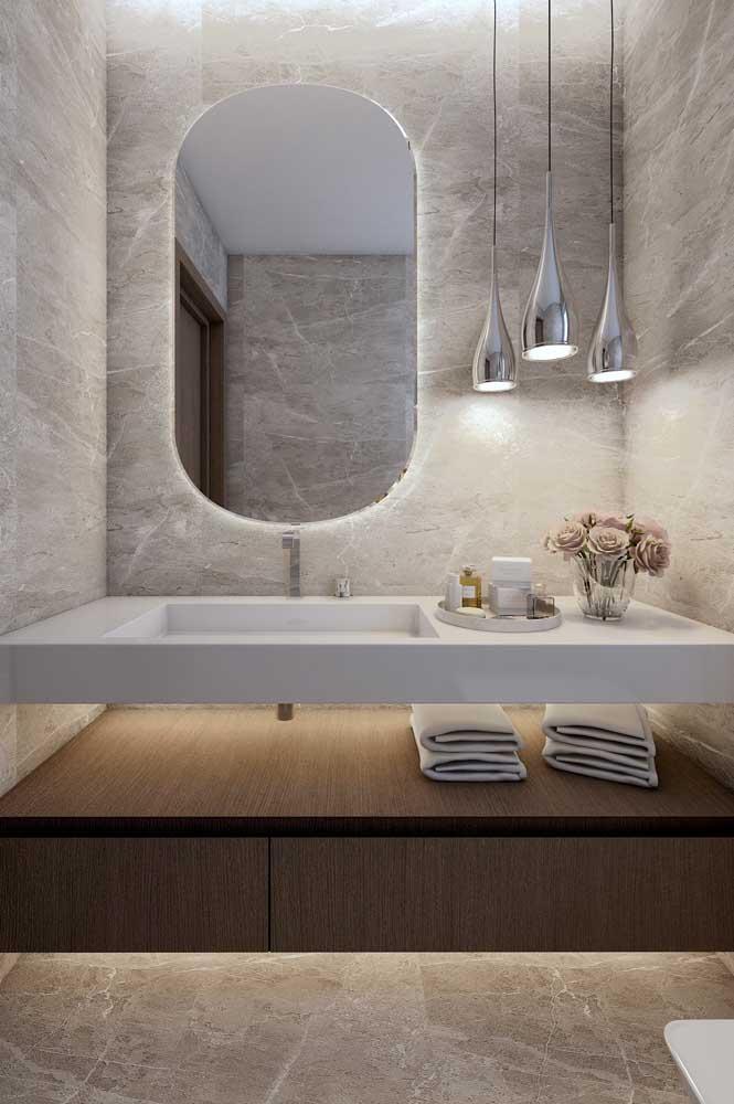 Lavabo decorado moderno com pendentes e iluminação de LED em pontos focais do ambiente