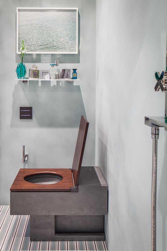 Nesse lavabo moderno decorado, o destaque fica para o vaso sanitário de modelo diferenciado
