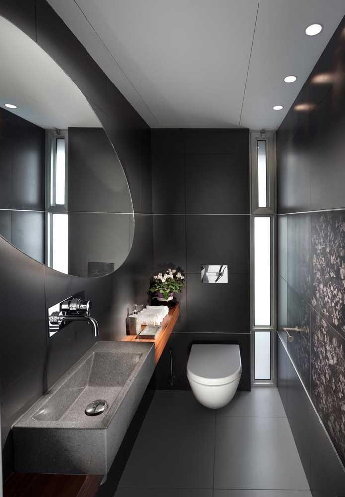 Moderno, sóbrio e elegante, esse lavabo retangular se destaca ainda mais com o projeto de iluminação