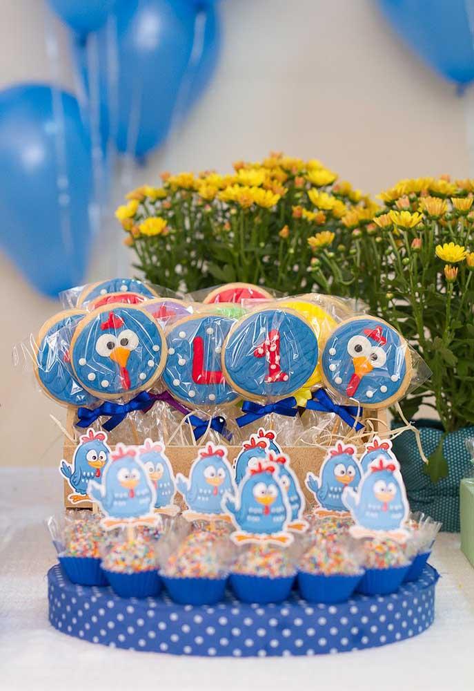 Para fazer uma decoração perfeita, procure personalizar todos os itens e elementos da festa.