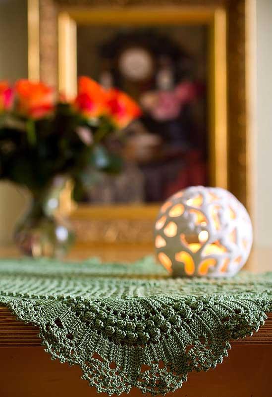 Verde musgo para o caminho de mesa de crochê