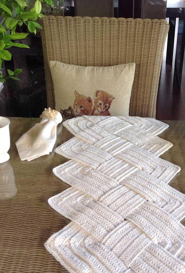 Caminho de mesa de crochê interlaçado