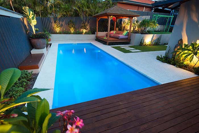 O paisagismo valoriza ainda mais a piscina
