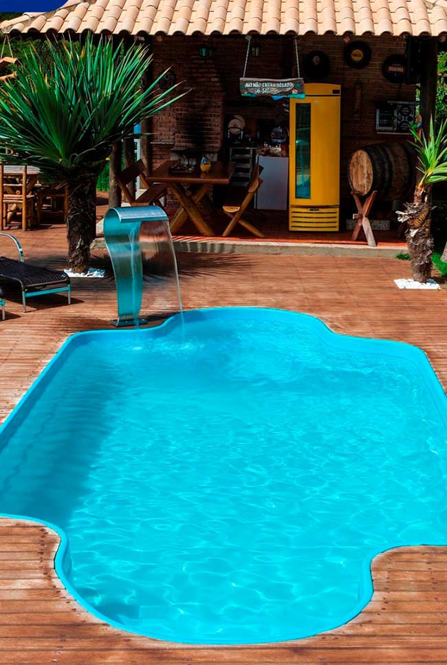 Área de lazer com piscina de fibra