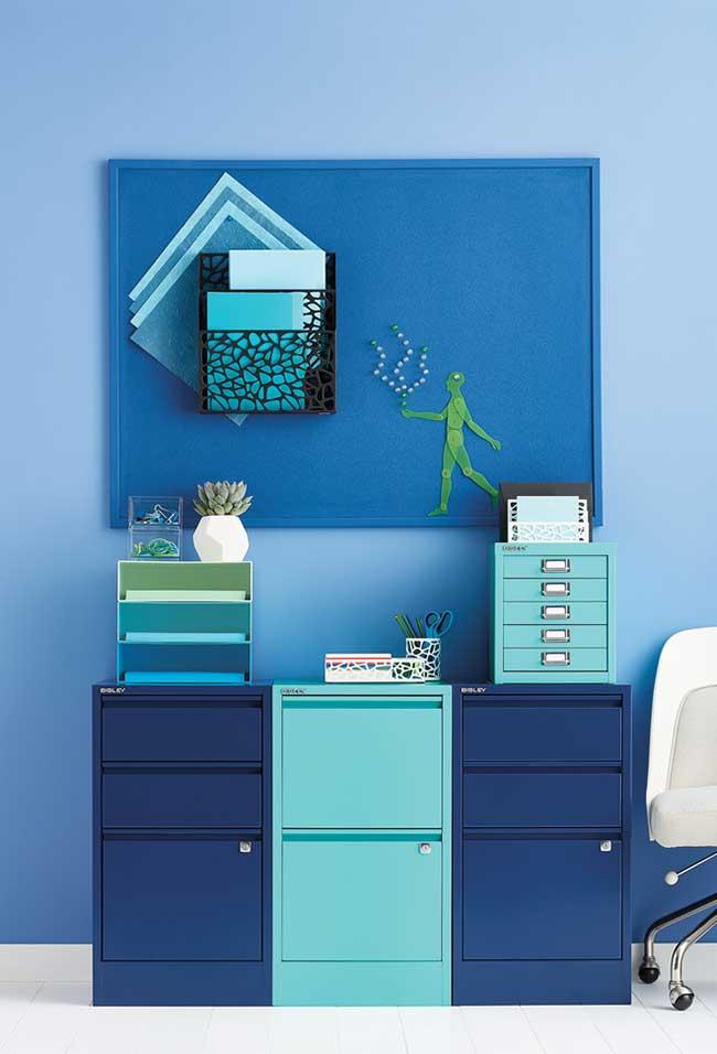 Combinação azul-azul no escritório