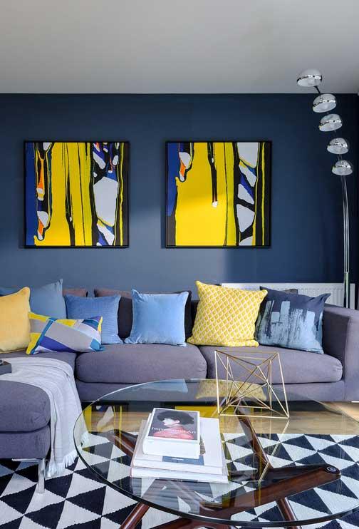 Destaque o azul em combinação com o amarelo