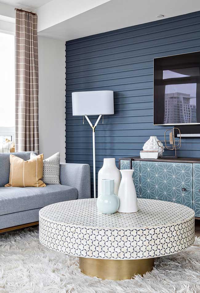 Azul em diversas texturas no mesmo cômodo