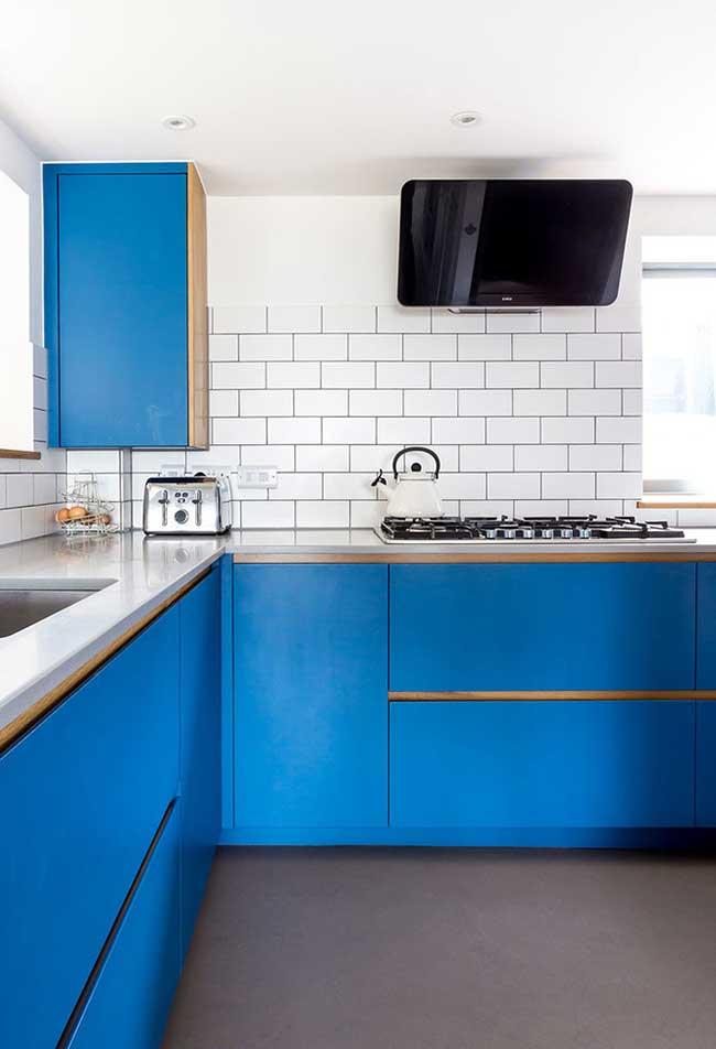 Azul no revestimento dos armários