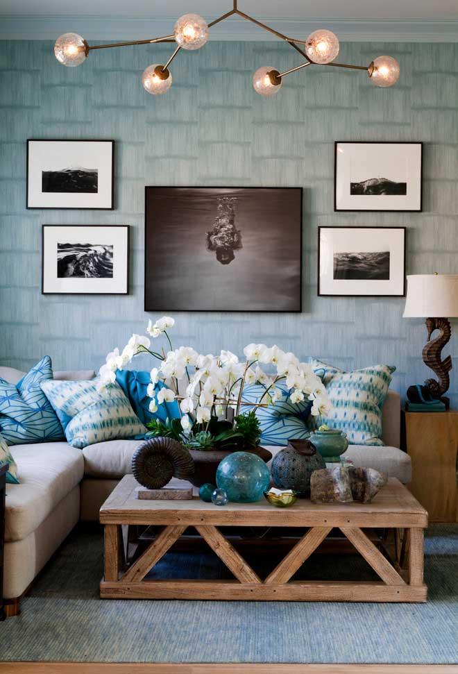 Azul em diferentes estampas das almofadas