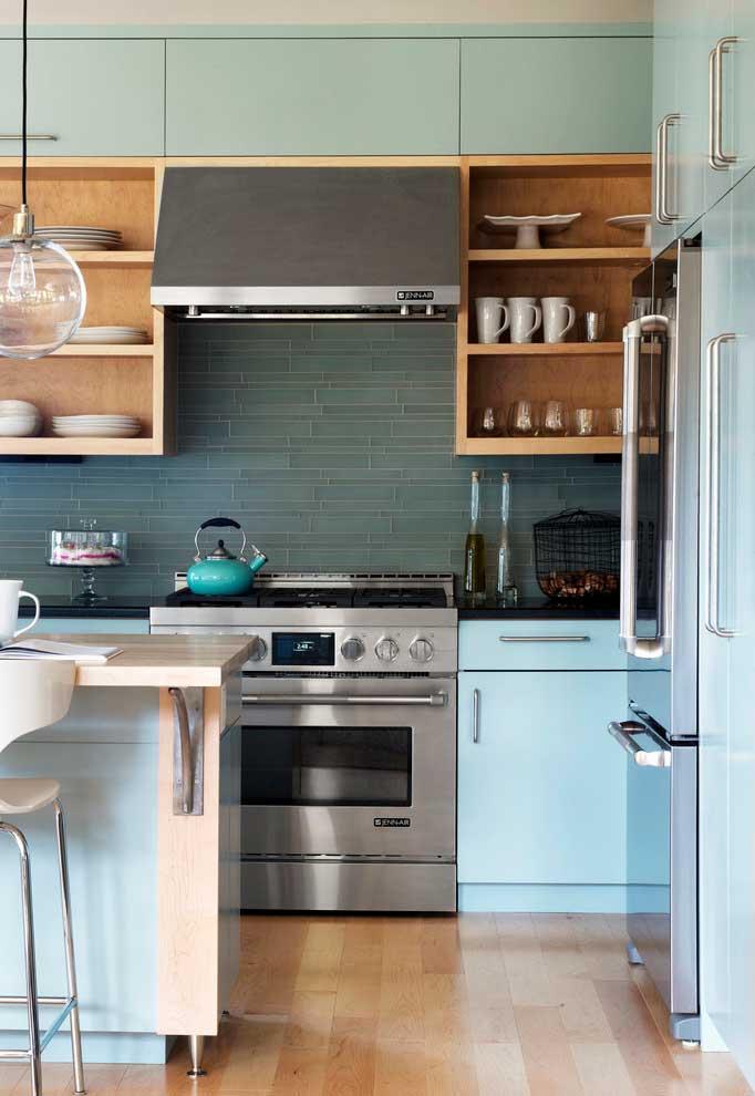 Cozinha com azul retrô