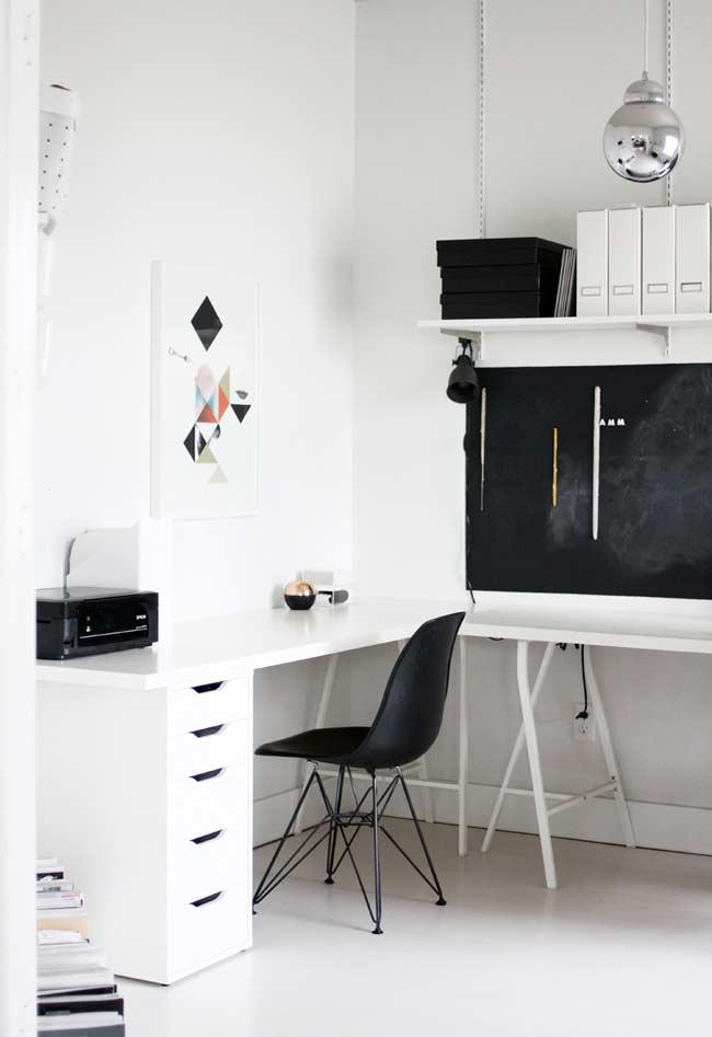 Home office branco com detalhes em branco