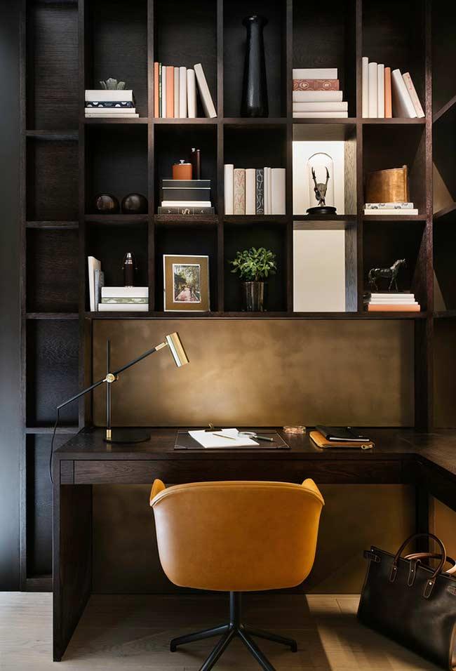 Ambiente sóbrio e bem organizado para um home office