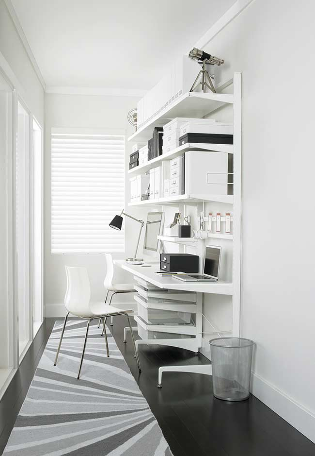 Home office com móvel adaptado para duas pessoas