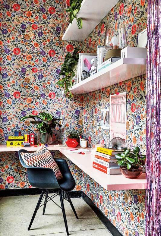Home office para quem ama o estilo kitsch