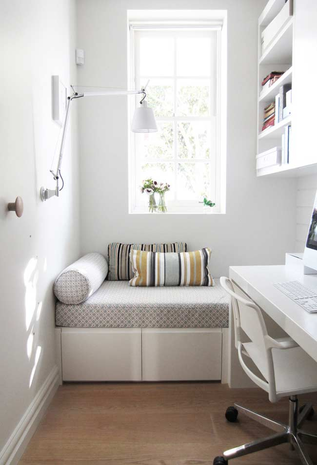 Home office com espaço para trabalho