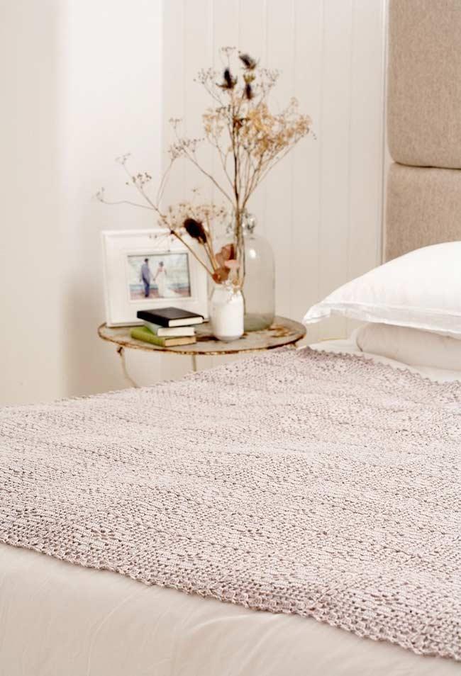 Meia colcha de crochê para decorar a cama